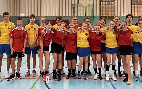 De teams in Dortmund. FOTO MARGJE FLAPPER