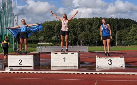 Rooks (links) verbetert haar persoonlijk record met iets meer dan vier seconden.