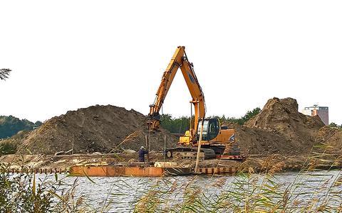 In voorbereiding op het bouwrijp maken van het Heideblauwtje, werd er in oktober beschoeiing aangebracht langs de waterkant in de zuidelijke kant van de Lindewijk.