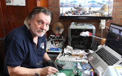 Met zijn 3D-printer maakt Gerrit Sterken alles tot in het kleinste detail na.