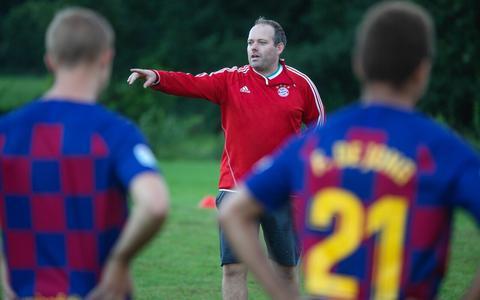 Jeroen Dekker tijdens de training van Oosterstreek.