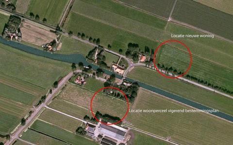 De ruil van de bestaande bouwkavel naar de nieuwe plek. De Schipsloot in het midden (links richting Tjonger, rechts richting Wolvega).