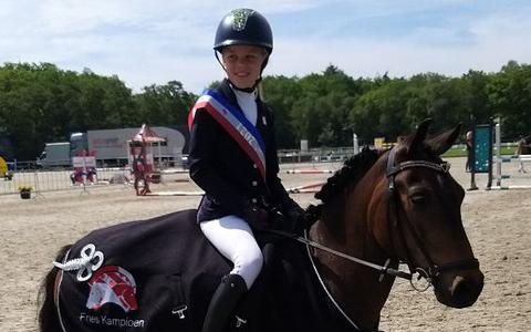 Ilse Hoekstra met haar pony Doux.
