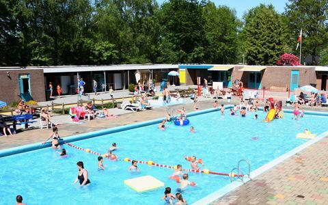 Zwembad De Dobbe in Noordwolde in 2018, pre-corona. Archieffoto: Piet Bosma