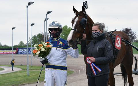 Pikeur/trainer Cees Kamminga wint overtuigend.