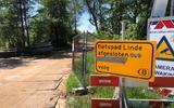 De test tot wanneer het fietspad afgesloten is, is bij de Kontermansbrug bij De Hoeve afgeplakt.